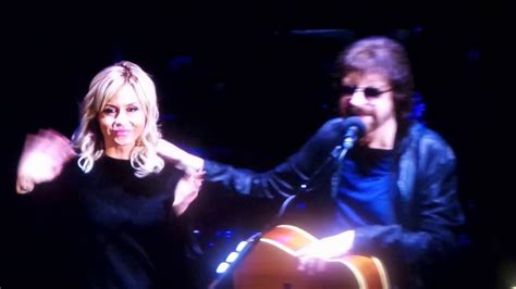 Jeff Lynne's ELO - Introduces his daughter, Laura Lynne