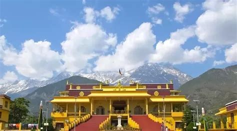 How many days required to visit Delhousie and Dharamshala