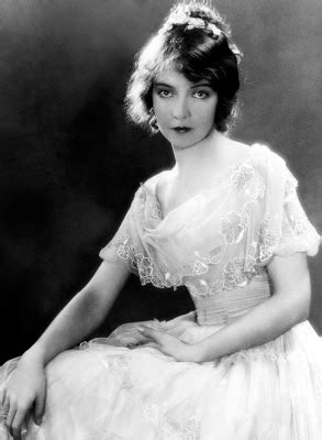 A Mythical Monkey writes about the movies: Flappers And
