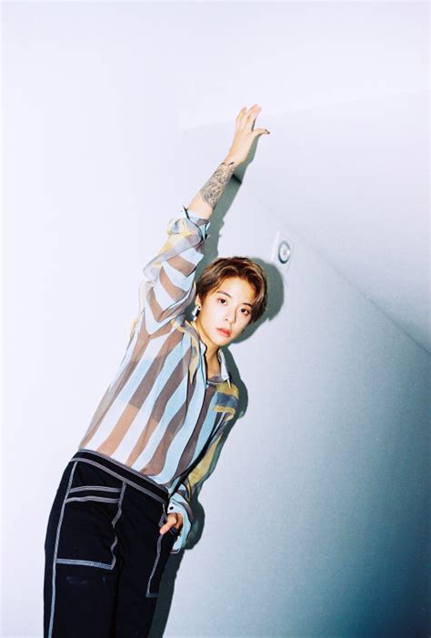 """f(x) Reveals Amber's Teaser Pictures for """"4 Walls"""